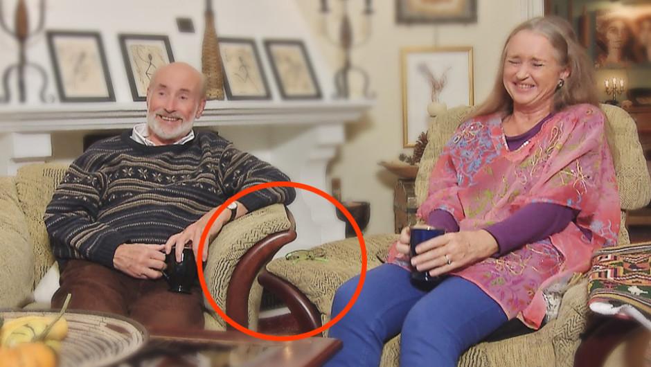 GLIPPE: Det er ingen tvil om at Jan E. Ridd og  kona Silvia sitter i hver sin stol (FOTO: Skjermdump NRK)